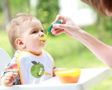 Правила введения прикорма для малышей