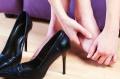 Почему могут отекать ноги