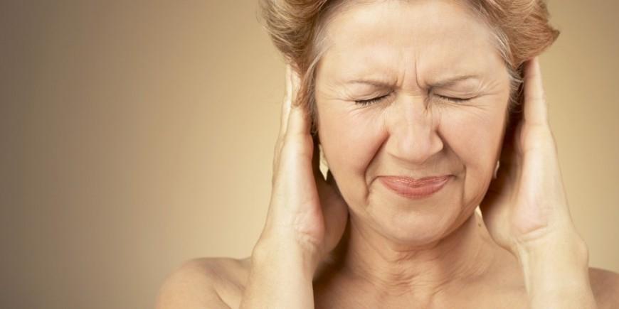 Почему звенит в ушах, что с этим делать, причины и лечение недуга